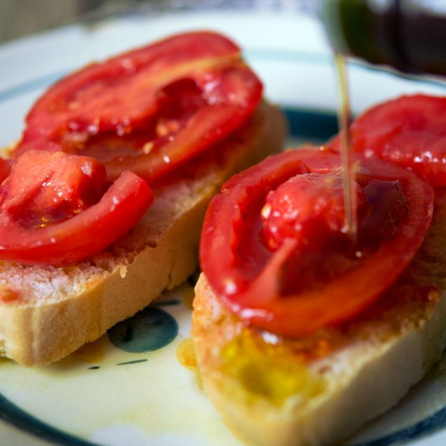 Tomato bread and oil