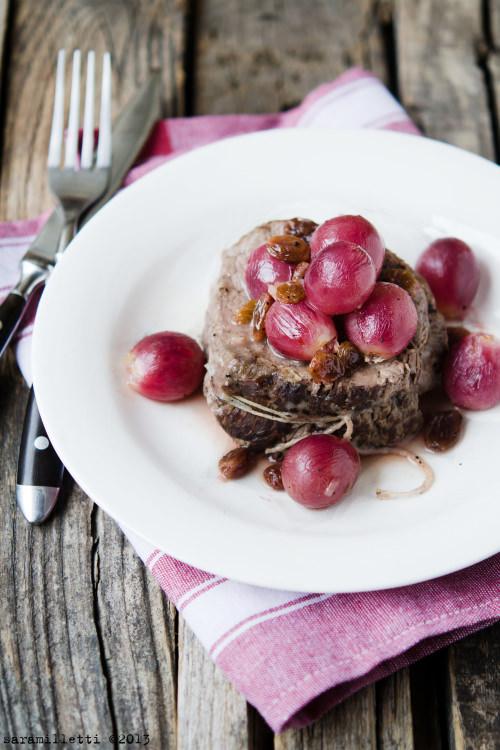 Medaglioni di filetto con uva