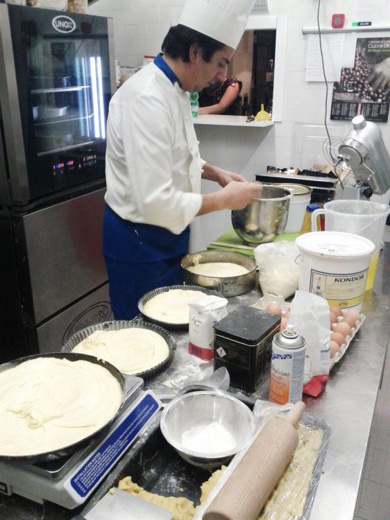 Vito Naccari in cucina
